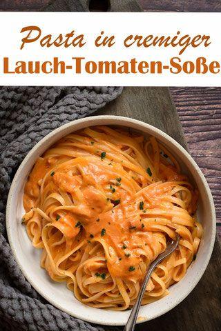 Pasta in cremiger Lauch-Tomaten-Soße. Mit Chili.