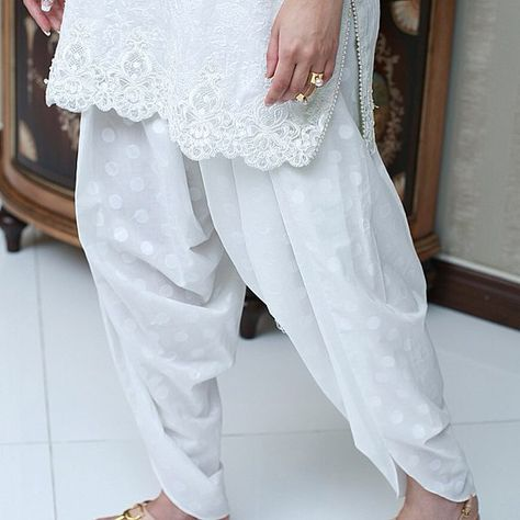 This post is going to be about the trending tulip pants that can be worn with short and medium length kameez/kurtas as well as box-cut kurt.