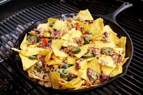 Nacho-Salat in Gusseisen-Pfanne