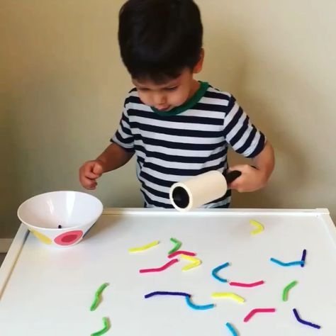 Awesome toddler and preschooler activity that's great for improving fine motor skills, counting and color recognition! #toddleractivities #toddler #preschool #preschoolactivities