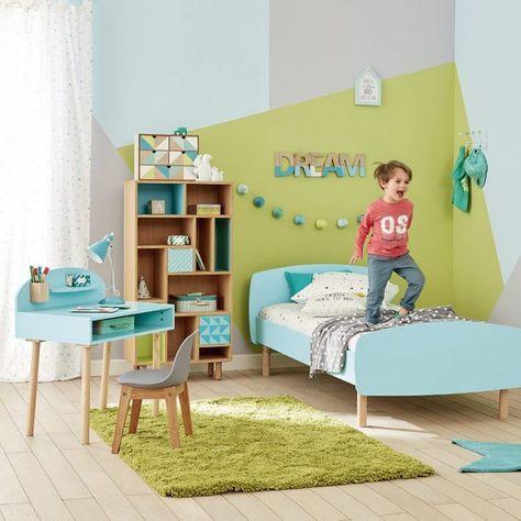 Idée déco chambre garçon déco décoration vert et bleu clair chambre petit garcon tapis moumoutte mur peinture motifs gris vert bleu bureau scandinave enfant bleu tapis etoile guirlande lumineuse bleue