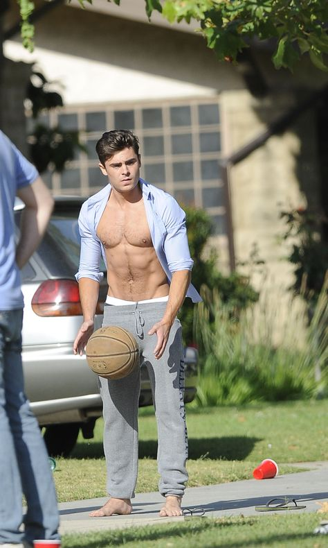 Zac Efron: Shirtless Abs Flashing on 'Townies' Basketball Set!: Photo Zac Efron shows off his abs while playing with a basketball on the set of his new flick Townies on Tuesday (May in Los Angeles.