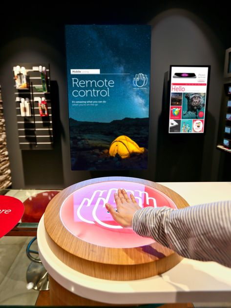 Singtel - interactive displays, playfully conveying all the service benefits to customers