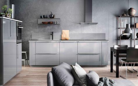 Cucina con pareti, ante e accessori di colore grigio | cucine ...
