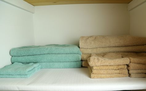 Exceptionnel Updating My Linen Closet With Duck® Brand Shelf Liners