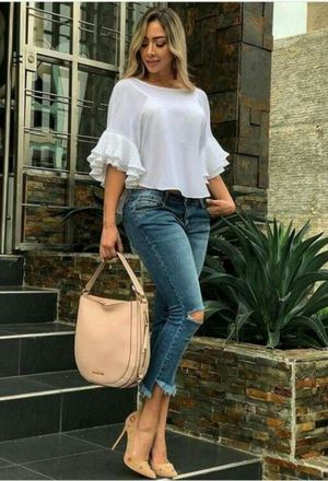 The outfit of gabidino includes beige bags of the brand Michael Kors