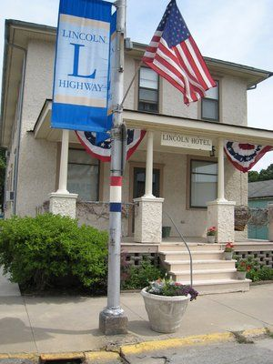 The Lincoln Hotel Found In Lowden Ia Was First Built In 1915 And