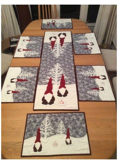 Patchwork Christmas Table Runner Place Mats 23 Ideas Christmas Quilts Ideas Table Quilted Table Runners Christmas Christmas Patchwork Christmas Placemats