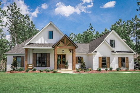 Country Home Exteriors, French Country House Plans, Modern Farmhouse Exterior, Modern Country Houses, House In The Country, Farmhouse Style Homes, Farmhouse Home Plans, Country Homes, French Country Exterior