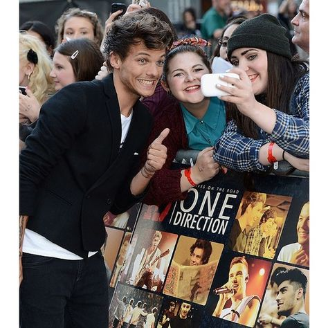 Lindos! One Direction lança documentário rodeado de fãs ❤ liked on Polyvore featuring one direction and louis tomlinson