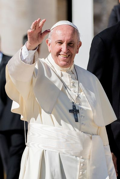 Pope Francis Waves To The Faithful As He Leaves St Peter S Square At News Photo Getty Images Pope Francis Catholic Popes Pope