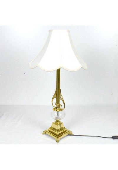 Lampara De Sobremesa Fabricada En Metal Color Oro Brillo Con Pieza De Cristal Tallado Con Pantalla Color Blanco Lamparas Doradas Lampara Lamparas De Cristal