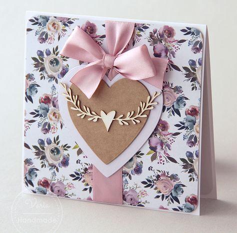 Rustykalna kartka ślubna z sercami i wstążką