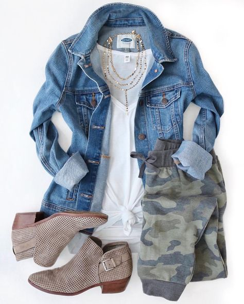 55 Ideas for how to wear joggers with boots winter outfits Jogger Pants Outfit, Camo Joggers, Camo Pants, Casual Outfits, Cute Outfits, Fashion Outfits, Fashion Flatlay, Fall Winter Outfits, Autumn Winter Fashion