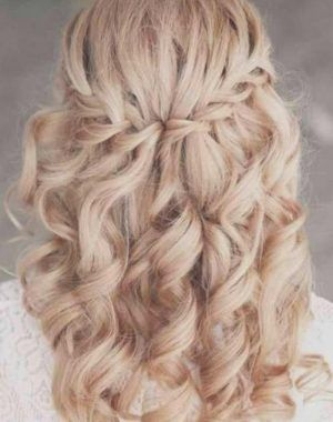 Frisuren Mit Locken Und Geflochten Frisuren Abschlussballfrisurenlockenu Frisuren Offene Haare Mittellang Abschlussball Frisuren Hochsteckfrisuren Mittellang