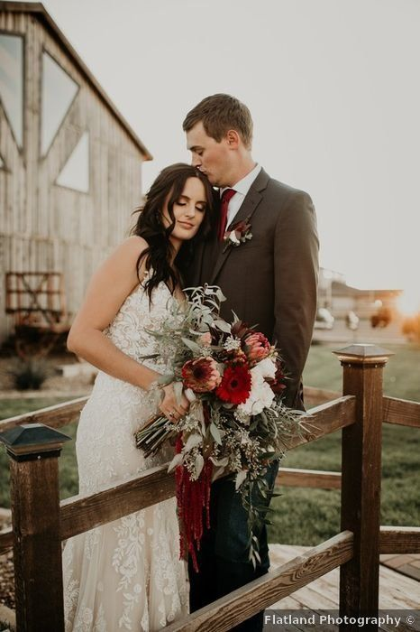 Wedding Photography Ideas Photos Couple Bride Groom Cute Romantic Outdoor Rus In 2020 Breathtaking Wedding Wedding Photography Inspiration Wedding Photography