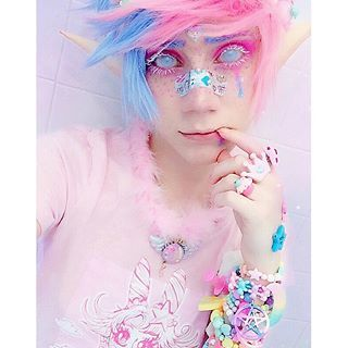 🌈💉💖🎀😷🦄💕💉🌈 🍭🚑🎀 P A S T E L 💘 E L F 🎀🚑🍭 . 🦄GOOD MORNING FRIENDS🦄💖 Heres another picture of my 💘Pink&Blue💘 makeup, but with an @elfgutz inspired twist. I really adore their doll Cømet so I just cant help but do inspired looks/cosplays of him because hes a precious pastel elf bean👑💕💕 . 💕 I just got home from Anime Midwest yesterday and am so exhausted. God this weekend was a fucking blast✨🎀💕 One of the best con experiences ive ever had honestly. 👑💕🌺 We finished the week