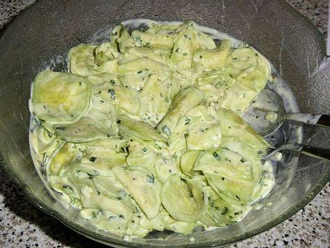 Gurkensalat mit creme fraiche