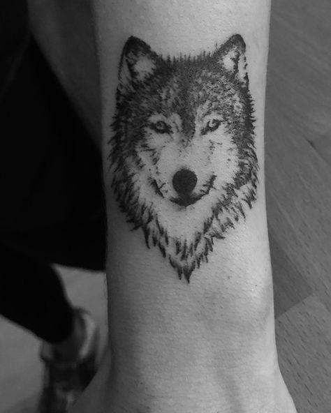 Tatouage Tete De Loup Realiste Tattoos Pinterest Tattoo