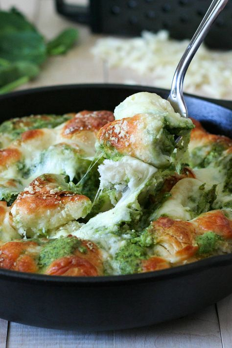 OMG Cheesy Pull Apart Pesto Bread - a must have in our St. Paddy's Day green dinner!