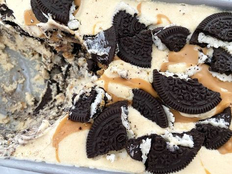 Post: Peanut Butter Oreo Ice Cream (sin heladera – 4 ingredientes) -- easy ice cream, frozen treat, helado casero, helado con oreo, helado de crema de cacahuetes, helado de mantequilla de cacahuetes, helado de nata, helado fácil, helado rápido, helado sin heladera, home made ice cream, ice cream, no churn ice cream, no-churn peanut butter ice cream, oreo ice cream, peanuts ice cream
