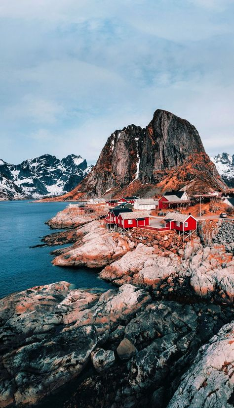Looking for a Norway itinerary? Here are 10 beautiful places in Norway, from Bergen to fjords, and Lofoten to Flam to help you enjoy your Norway trip! #NorwayTravel #Norway #NorwayTrip #BeautifulPlaces