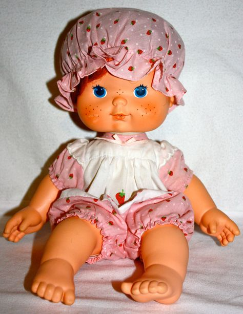 PLEASE NOTE: OUTFIT ONLY---DOLL NOT INCLUDED---  This is a vintage original from the 1980s Strawberry Shortcake Blows Kisses Baby Doll original