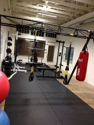 20 Home Gym Ideas For Designing The Ultimate Workout Room 12 In 2020 Home Gym Design Gym Room At Home Home Gym Set