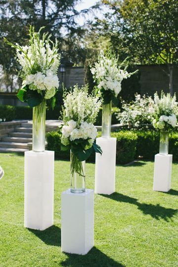 Modern Wedding Ceremony Decor White Flower And Greenery Floral Arrangements Co Greenery Floral Arrangement Modern Wedding Ceremony White Flower Arrangements