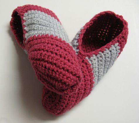 Pantoufles roses au tricot