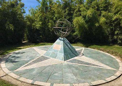 Un Cadran Solaire Commemorait Les 70ans Du Jardin Botanique De