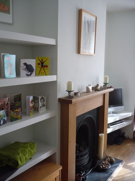 Very uncluttered without cupboards at the bottom - good for movable coffee table or a pair of storage cubes, maybe