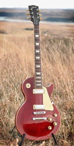 Here We Have A 2004 Wine Colored Les Paul Deluxe Reissue With The Mini Humbuckers Just Plugged It Into A 1959 Ga 8 Gibsonette And Th Guitar Heaven In 2019