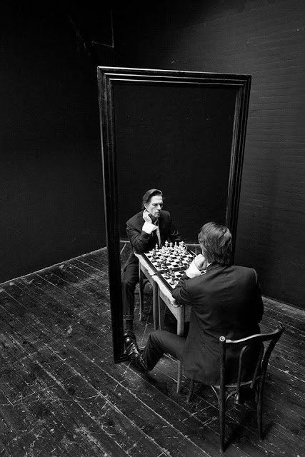 Recently I've been looking at a lot of magazine editorials and shoots involving mirrors. Mirror Photography, Reflection Photography, Surrealism Photography, Conceptual Photography, Dark Photography, Artistic Photography, Creative Photography, Black And White Photography, Portrait Photography