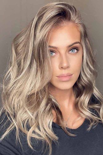 Dark Blonde Hair In 2020 Dark Blonde Hair Color Hair Color Blonde Highlights Dark Blonde Hair