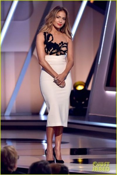Inspired by Jennifer Lopez White Sheath Celebrity Dresses Crew Neck Embroidery Appliques Knee-length Homecoming Dresses Cocktail Gowns