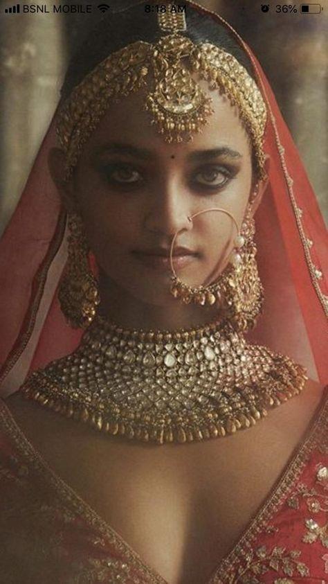 Kundan Jewelry Wedding Necklace Kundan Bridal Jewellery Indian Ethnic Jewelry White Kundan Party wear Sabyasachi Bridal Choker Necklace - New Ideas Indian Bridal Jewelry Sets, Indian Bridal Fashion, Indian Wedding Jewelry, Indian Jewelry, Bridal Jewellery, Ethnic Jewelry, Indian Bridal Hair, Tikka Jewelry, Handmade Jewellery
