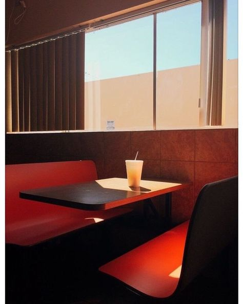 photo by William Eggleston.Untitled photo by William Eggleston. William Eggleston, Color Photography, Vintage Photography, Street Photography, Landscape Photography, 35mm Film Photography, Light Photography, Portrait Photography, Fashion Photography