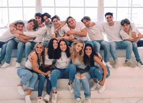 Pin By Tiktok Lover On The Hype House Friend Photoshoot Best Friend Photoshoot Hype