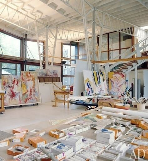 Architectural Digest takes us into Willem de Kooning's East Hampton studio (& home) circa their January 1982 issue, in honor of the de Kooning Retrospective opening in Manhattan at the Mo… Willem De Kooning, My Art Studio, Dream Studio, Painting Studio, Art Studio Design, Studio Ideas, Design Design, Studio Studio, Small Studio