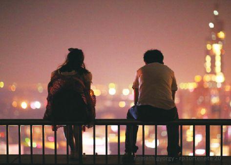 Péter lassan, óvatosan készült a válaszra. A híd, amit Lilivel egymás felé építgettek még törékeny volt. Semmiképp sem akarta megterhelni, de hazudni sem akart. A szerelmes férfi izgatottságával mondta: Azt hiszem, nagyon rossz vagyok a szerelemben. Túlságosan, túl gyorsan szeretem eddig, néha meg nem szeretem eléggé. Időnként a bűntudat, a kényelem, vagy a vágy pillanatában rosszul döntöttem. Könnyen lehet, hogy eddig csak súroltam a szerelem felszínét. - Németh György – RP története (részlet)