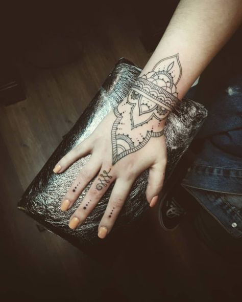 Henna Inspired - Fresh And Creative Finger Tattoos - Photos