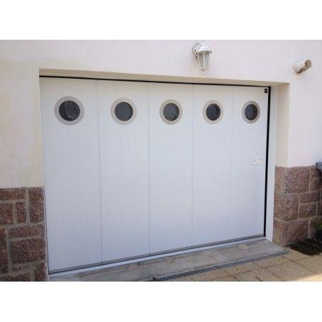 Porte De Garage Laterale Blanche Avec Hublots Ronds Et Rainures L Porte Garage Porte De Garage Sectionnelle Garage