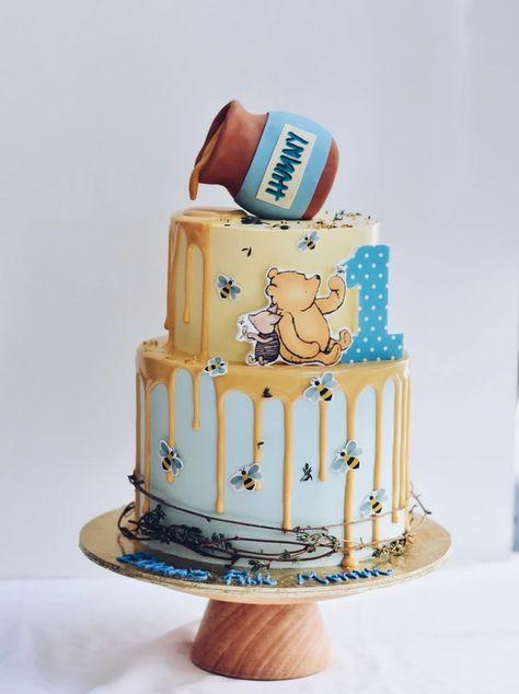 Winnie the Pooh Minimalist Cake– Cakes. Dessert Bars- Zee & Elle Winnie the Pooh Minimalist Cake– Cakes. Winnie The Pooh Themes, Winnie The Pooh Cake, Winnie The Pooh Birthday, Baby Shower Cakes, Baby Shower Themes, Baby Boy Shower, Baby Showers, Shower Ideas, Baby Boy 1st Birthday Party
