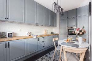 Biala Czy Szara 20 Pomyslow Na Urzadzenie Kuchni Klasycznej Projekt Deer Design Home Decor Kitchen Modern Kitchen Kitchen Decor