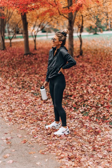Ways To Workout With Your Kids Cella Jane ! möglichkeiten, mit ihren kindern zu trainieren cella jane Ways To Workout With Your Kids Cella Jane ! Cute Workout Outfits, Fitness Outfits, Workout Attire, Workout Wear, Fitness Fashion, Winter Workout Outfit, Fitness Style, Yoga Fashion, Fitness Clothing