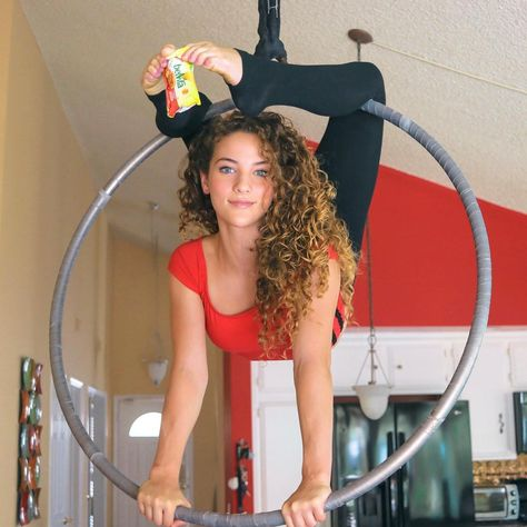 View all pictures, buttons and outfits from Sofie Dossi ( on 21 Buttons Dance Flexibility Stretches, Gymnastics Flexibility, Acrobatic Gymnastics, Gymnastics Workout, Gymnastics Problems, Olympic Gymnastics, Amazing Gymnastics, Gymnastics Pictures, Dance Pictures