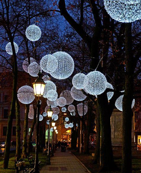 Weihnachtsbeleuchtung München.Winter Light Ornaments Float Above The Munich Promenadeplatz In