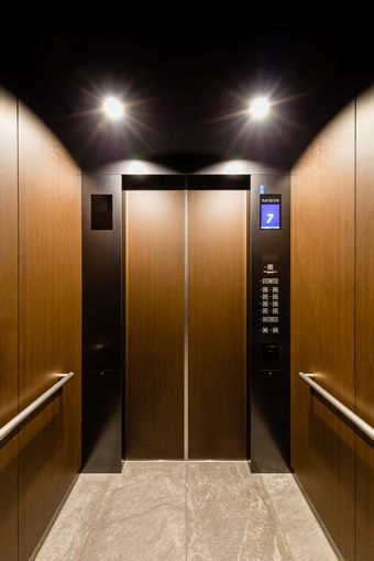 ホテルローカル用エレベーターかご内 エレベーター デザイン ホテル