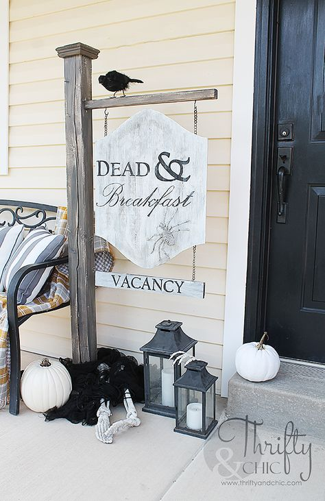 Thrifty and Chic : DIY Dead And Breakfast Outdoor Halloween Sign Halloween Tags, Creepy Halloween Decorations, Halloween Celebration, Halloween Party Decor, Fall Halloween, Halloween Crafts, Halloween Costumes, Diy Halloween Signs, Halloween House